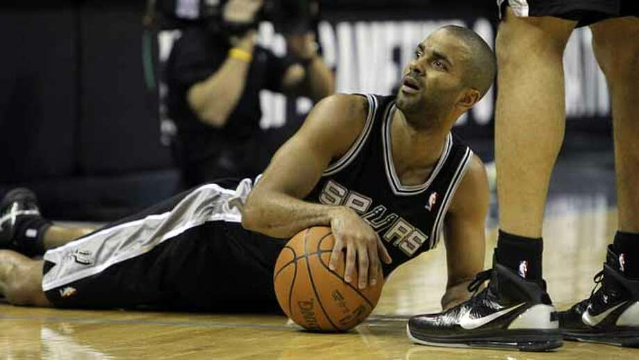 Spurs' Tony Parker looks toward the Spurs bench after getting tripped in the first half against Memphis Grizzlies in Game 6 of the first round of the Western Conference playoff at the FedEx Forum in Memphis on Friday, April 29, 2011. Kin Man Hui/kmhui@express-news.net Photo: KIN MAN HUI, SAN ANTONIO EXPRESS-NEWS / San Antonio Express-News NFS