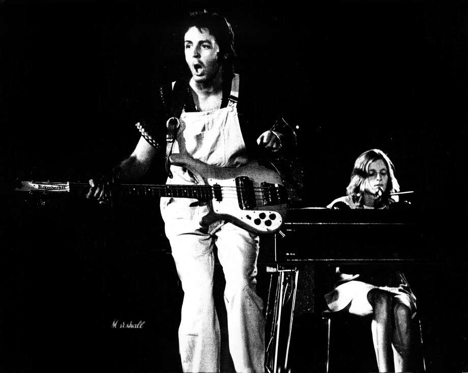 Paul McCartney rocks out with Wings in overalls. Photo: Gijsbert Hanekroot, Getty Images / 1972 Gijsbert Hanekroot
