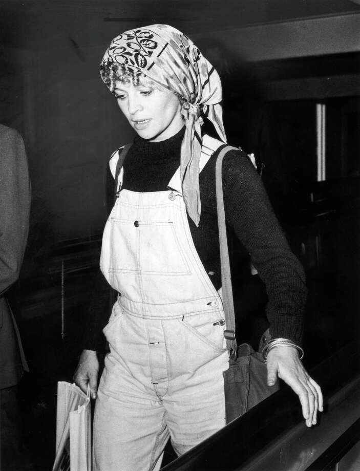 Overalls can also be comfortable, yet stylish (for 1973) traveling attire: British actress Julie Christie arrives at Heathrow. Photo: Evening Standard, Getty Images / 2004 Getty Images