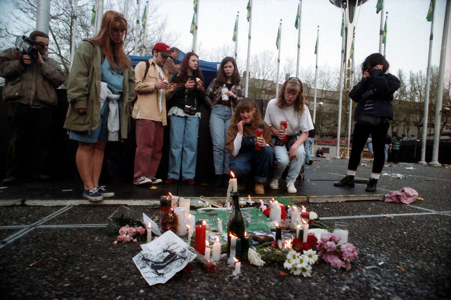 A crowd of mourners at the April 10, 1994, public memorial for Kurt Cobain at Seattle Center. Photo: P-I Staff Photographer/Copyright MOHAI, Seattle Post-Intelligencer Collection, 2000.107_19940410_0063.