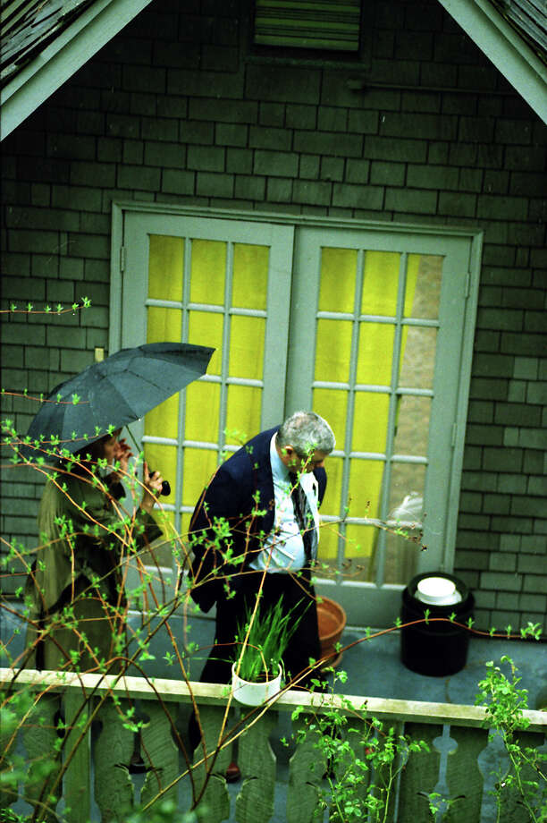 Investigators at the house where Nirvana singer Kurt Cobain was found dead, April 8, 1994. Photo: Mike Urban/Copyright MOHAI, Seattle Post-Intelligencer Collection, 2000.107_19940408_0066.