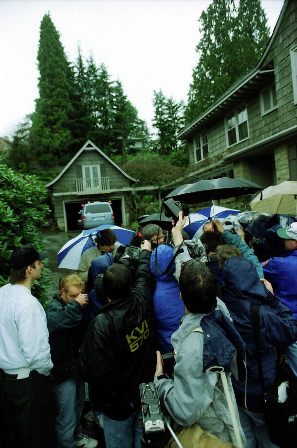 Another picture of the reporters outside Kurt Cobain's home on April 8, 1994. This full frame has not previously been published. Photo: Phil H. Webber/CopyrightMOHAI, Seattle Post-Intelligencer Collection, 2000.107_19940410_0087.