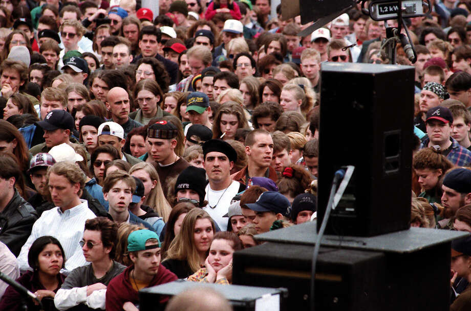 Another previously unpublished image of the crowd at the April 10, 1994, public memorial for Kurt Cobain. Photo: P-I Staff Photographer/Copyright MOHAI, Seattle Post-Intelligencer Collection, 2000.107_19940410_0055.