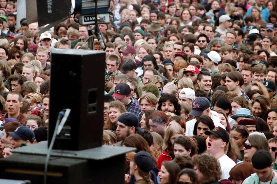 A previously unpublished image of the crowd at the April 10, 1994, public memorial for Kurt Cobain. Photo: P-I Staff Photographer/Copyright MOHAI, Seattle Post-Intelligencer Collection, 2000.107_19940410_0058.