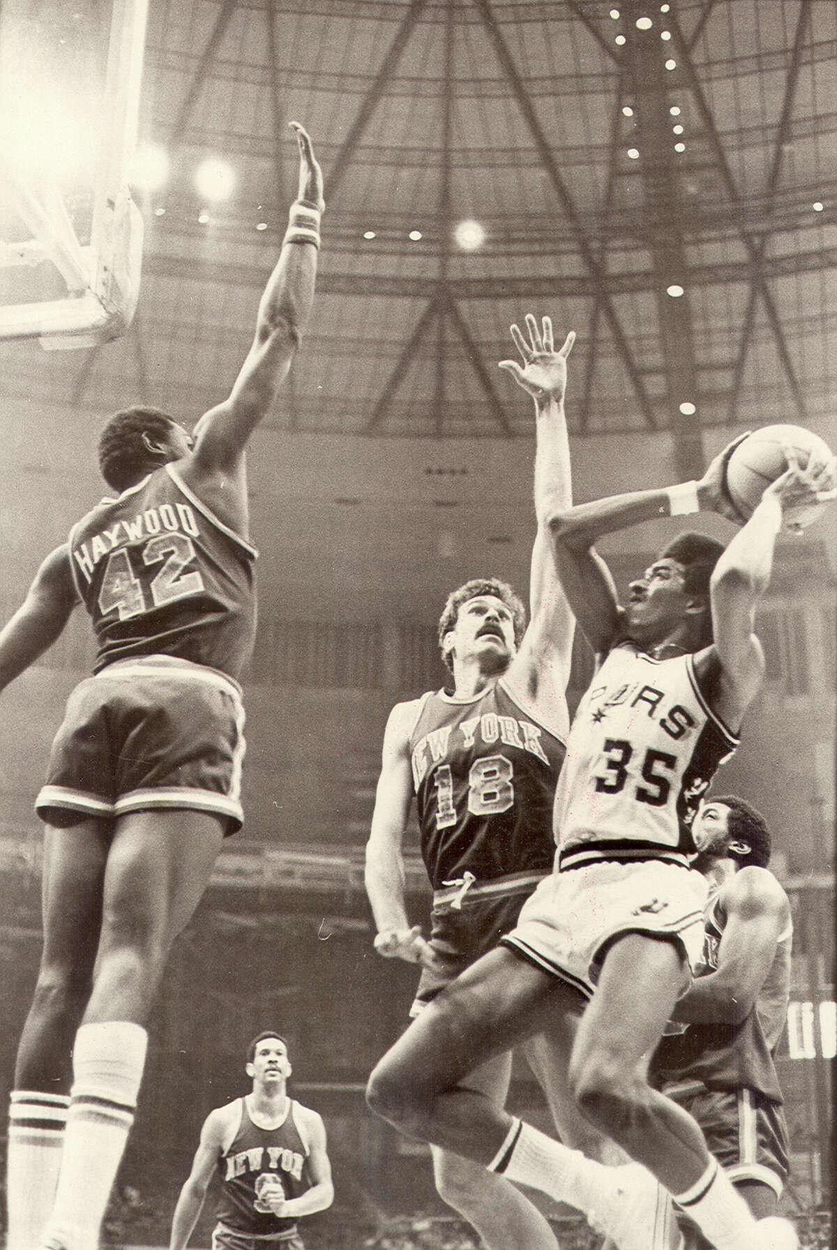 Larry Kenon vs. the NY Knicks in 1978 action at the HemisFair Arena.