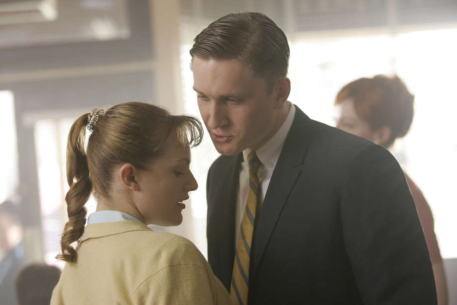 Ken Cosgrove (Aaron Staton) asks Peggy Olson (Elisabeth Moss) to take an extended lunch with him.