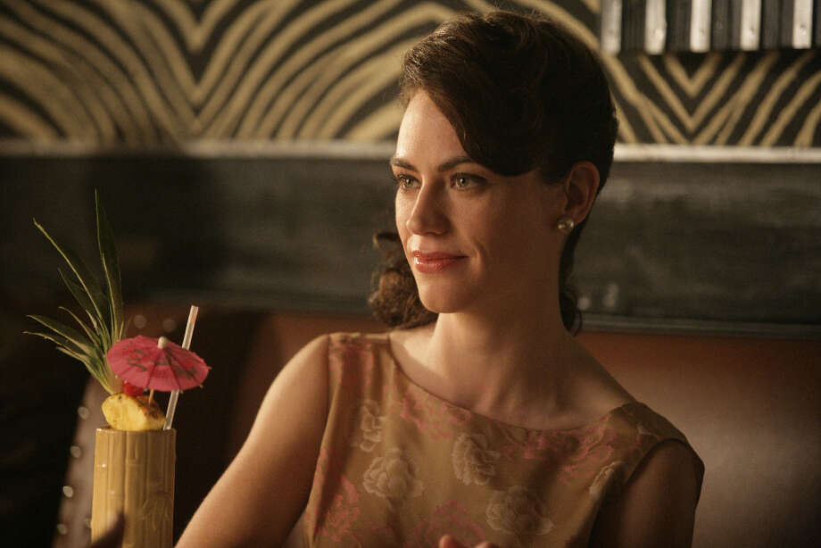Rachel Menken (Maggie Siff), the head of her family owned department store, is seeking to hire an advertising agency.