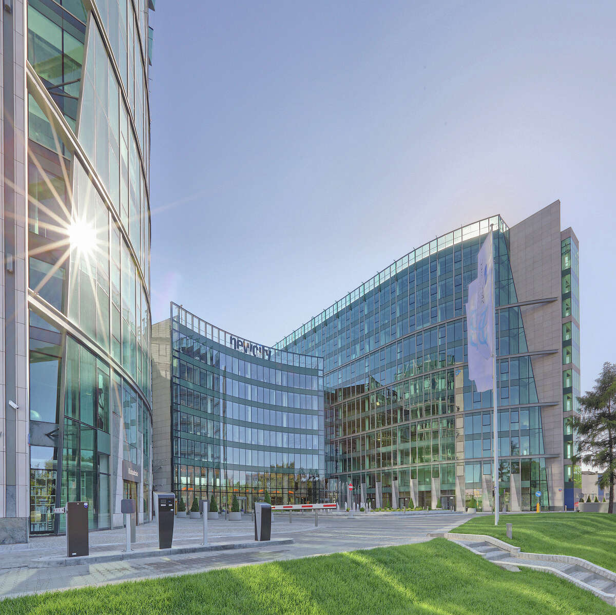 Hines Global REIT has acquired the 481,070-square-foot New City office complex in Warsaw, Poland, from Europejskie Centrum Inwestycyjne. The two-building complex is fully leased to 51 tenants.
