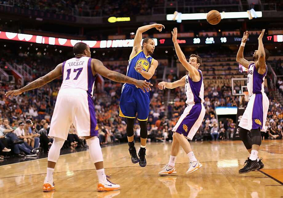 Stephen Curry, passing over Goran Dragic, dished out 15 assists. Photo: Christian Petersen, Getty Images