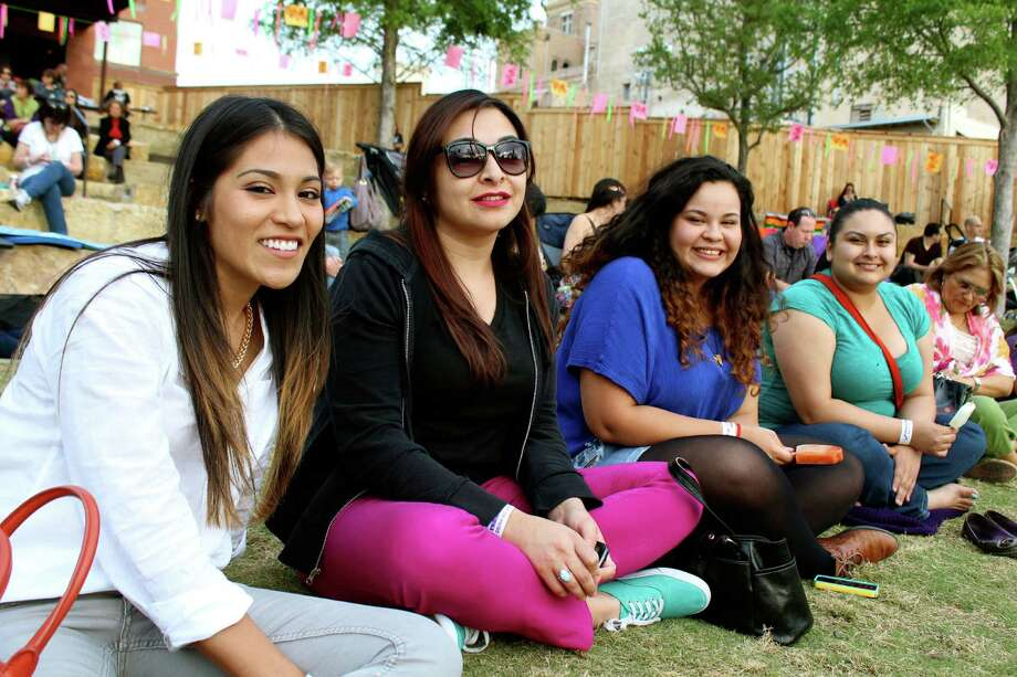 People enjoying San Antonio's popular Latin music series, Échale! at the Pearl Amphitheater Photo: Yvonne Zamora, MySA.com/ SA