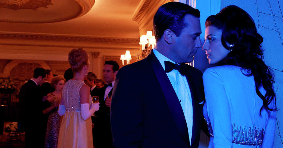 "Photos from the upcoming sixth season of ""Mad Men.\"" Don Draper (Jon Hamm) and Megan Draper (Jessica Pare) - Mad Men - Season 6 - Gallery - Photo Credit: Frank Ockenfels/AMC Photo: Frank Ockenfels, AMC / ONLINE_YES"