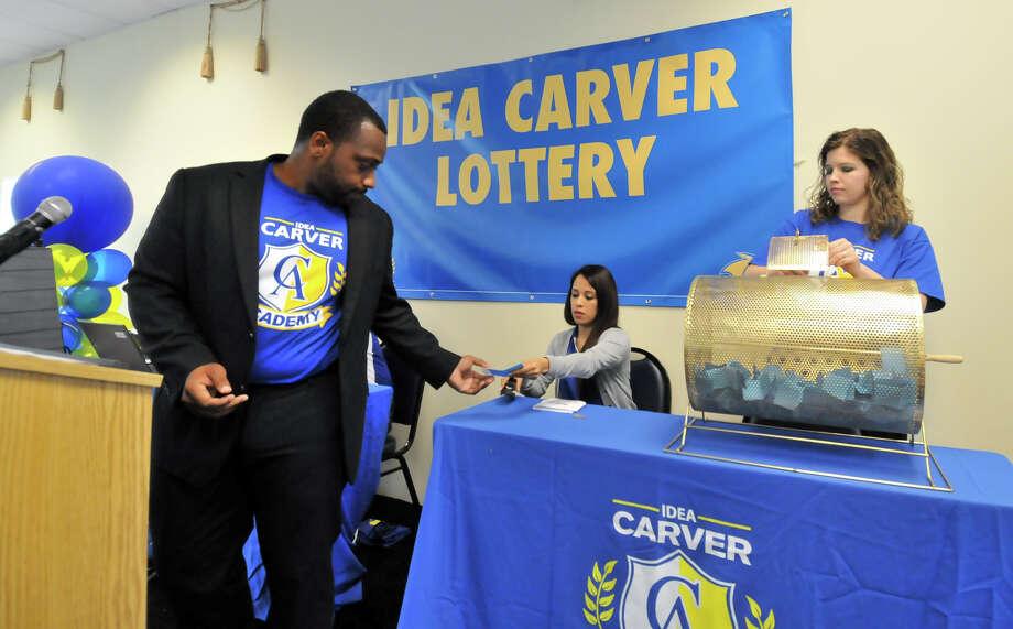 kindergarten lottery held at idea carver school san antonio express news. Black Bedroom Furniture Sets. Home Design Ideas