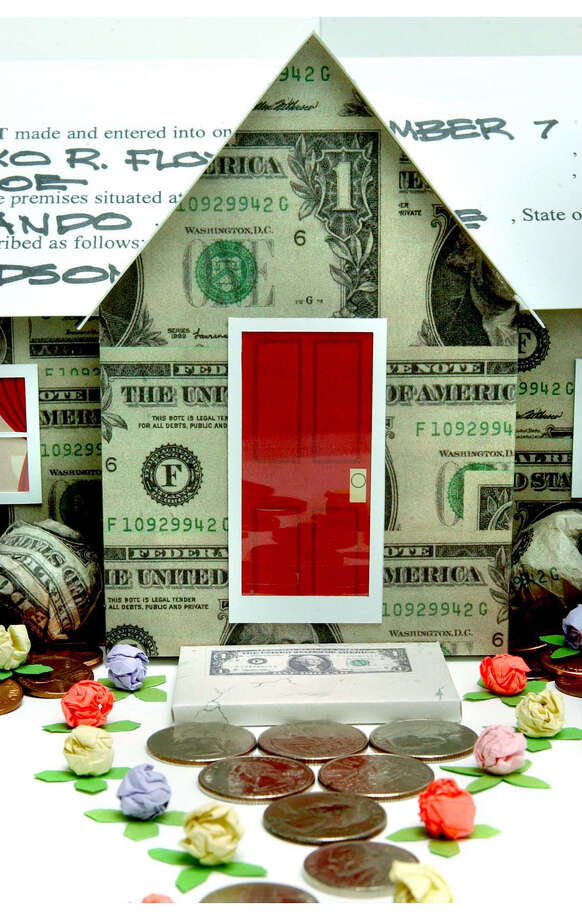 300 dpi 2 col x 6 in / 96x152 mm / 327x518 pixels Shiniko Floyd color illustration of house made from money and roofed with a lease option agreement. The Orlando Sentinel 2003    KEYWORDS: krtbusiness business krtnational national krtnamer north america krtrealestate real estate krtusbusiness u.s. us united states krt bienes inmuebles coddington floyd dinero grabado hipoteca home house 2 illustration ilustracion lease agreement money mortgage or contributed real estate 2004 krt2004 Photo: Shiniko Floyd /  KRT 2004