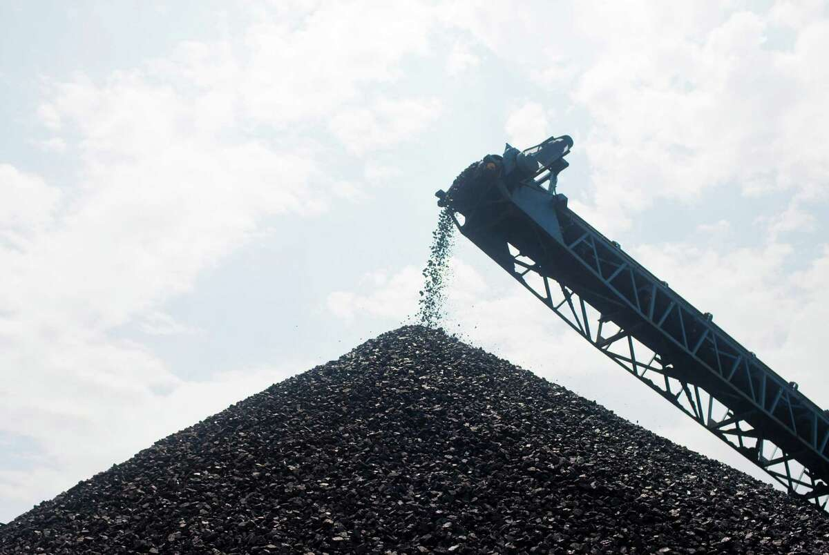 Coal is cleaned, crushed and refined to be shipped to a power plant at an open-pit strip mine run by Western Kentucky Minerals near Owensboro, Ky., Aug. 1, 2012. (Ben Sklar/The New York Times)