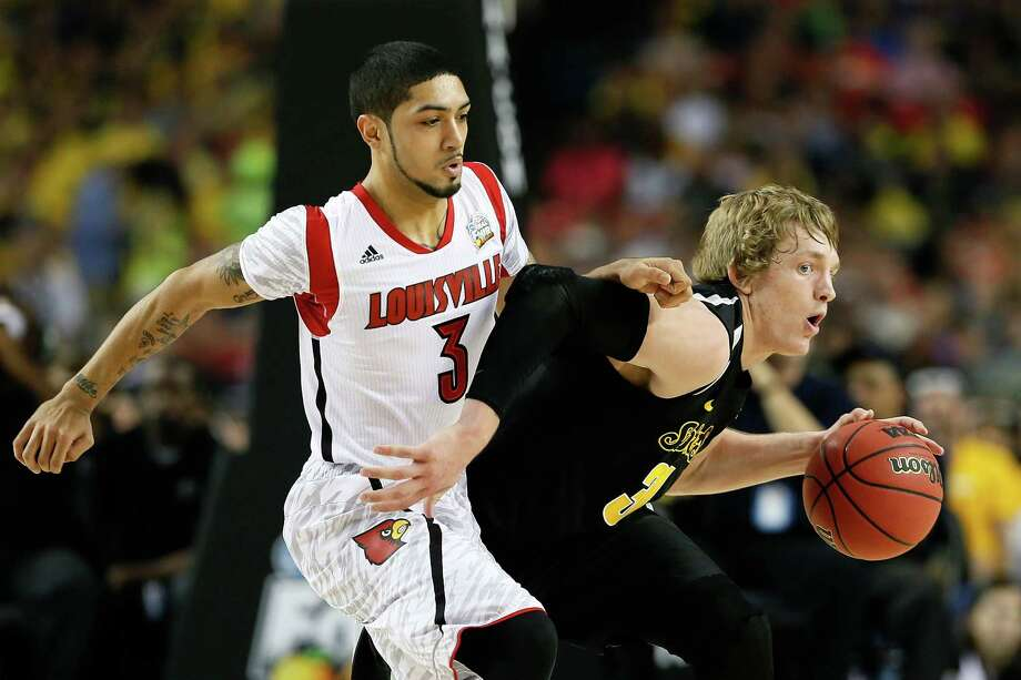 ATLANTA, GA - APRIL 06:  Ron Baker #31 of the Wichita State Shockers moves the ball against Peyton Siva #3 of the Louisville Cardinals in the first half during the 2013 NCAA Men's Final Four Semifinal at the Georgia Dome on April 6, 2013 in Atlanta, Georgia. Photo: Kevin C. Cox, Getty Images / 2013 Getty Images