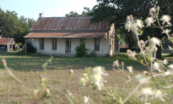The Braun homestead, located on Braun Road is seen in June 2002. Photo: San Antonio Express-News File Photo / SAN ANTONIO EXPRESS-NEWS
