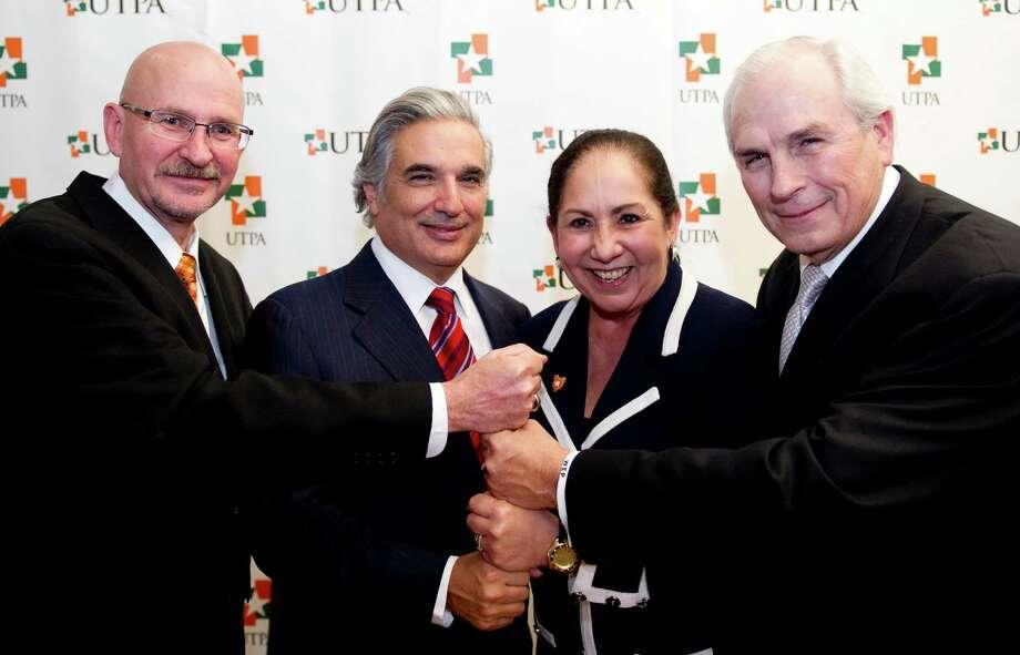 Consejo de Regentes de la Universidad de Texas Photo: Cortes A De Latin Works