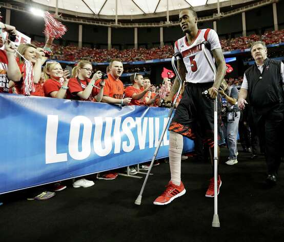 Fans cheer as Louisville's Kevin Ware takes to the court before the first half of the NCAA Final Four tournament college basketball semifinal game against Wichita State, Saturday, April 6, 2013, in Atlanta. (AP Photo/John Bazemore) Photo: John Bazemore, STF / AP