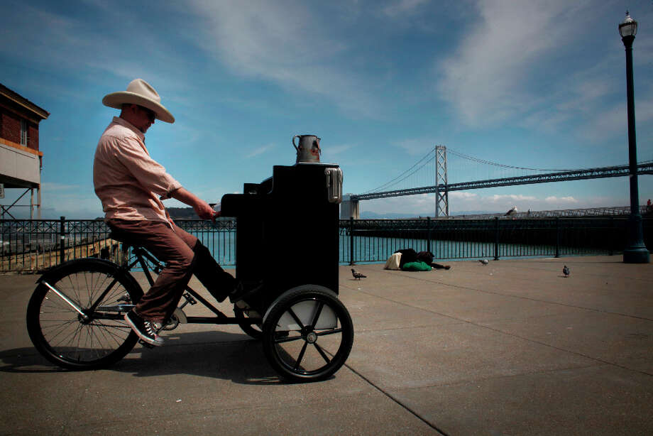Gary Skaggs takes a short break from playing his piano bike during his ride down the Embarcadero in San Francisco. Photo: Mike Kepka, The Chronicle / ONLINE_YES