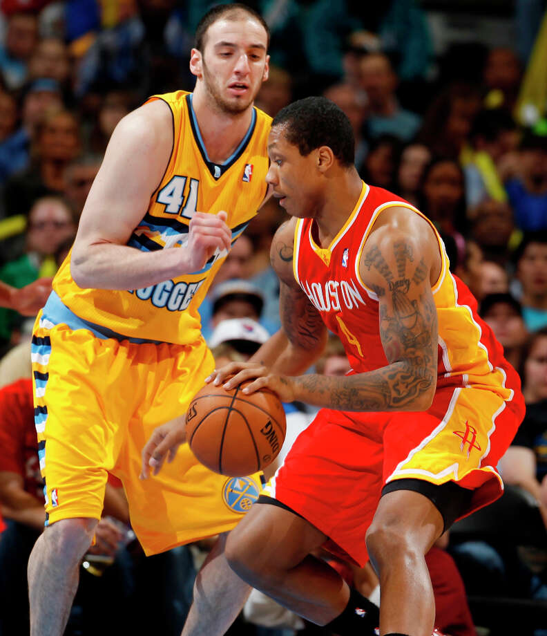 Rockets center Greg Smith works the ball inside for a shot against Kosta Koufos of the Nuggets. Photo: David Zalubowski, Associated Press