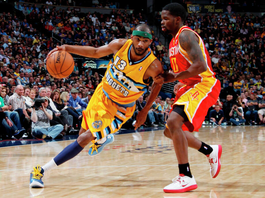 Nuggets forward Corey Brewer works the ball inside as Rockets guard Aaron Brooks defends. Photo: David Zalubowski, Associated Press