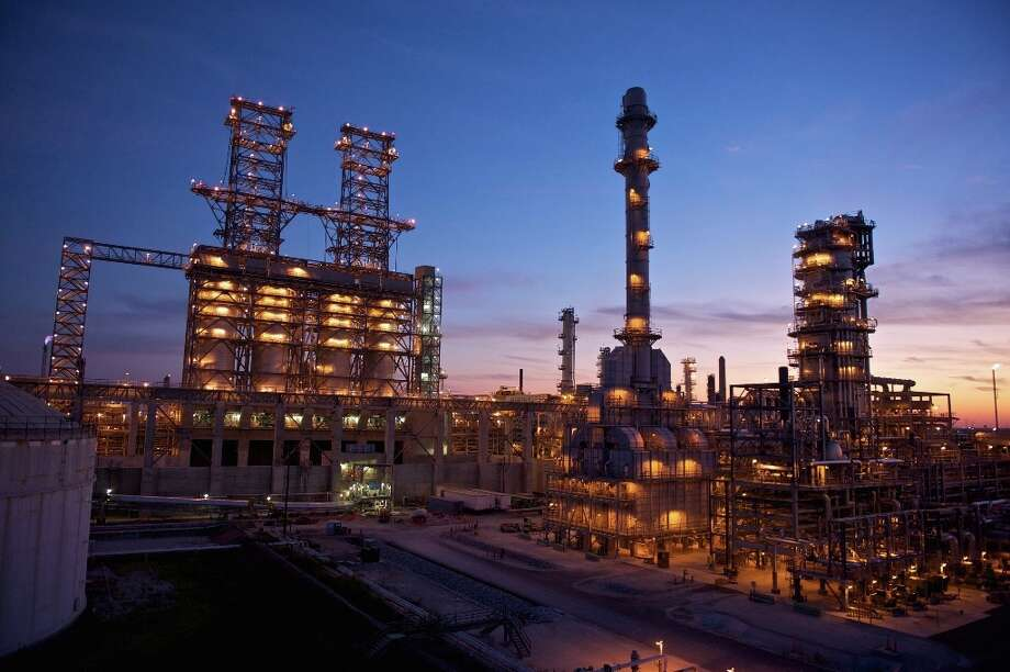 Phillips 66′s Wood River Refinery is located in Roxana, Ill. Photo: Phillips 66
