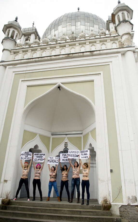 Members of the FEMEN activist group bear their breasts in protest at the Ahmadiyya-Moschee Photo: Target Presse Agentur Gmbh, AP / 2013 Target Presse Agentur Gmbh