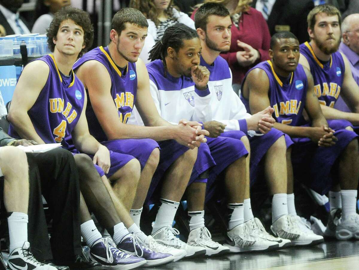 Mary Hardin-Baylor players wait for the final moments to run off the clock against Amherst during the NCAA college Division lll national championship basketball game on Sunday, April 7, 2013, in Atlanta. Amherst won 87-70. (AP Photo/John Amis)