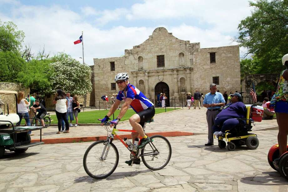 Siclovia opened downtown San Antonio streets to bike riders and walkers on Sunday, April 7, 2013. Photo: Xelina Flores-Chasnoff, MySA.com