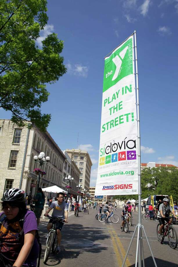 Siclovia opened downtown San Antonio streets to bike riders and walkers on Sunday, April 7, 2013. Photo: Xelina Flores-Chasnoff, MySA.com