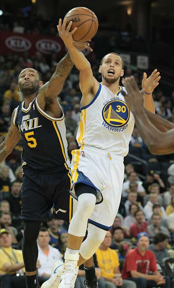 The Warriors' Stephen Curry drives to the basket against Utah's Mo Williams during a game against the Jazz in Oakland, Calif., on Sunday, April 7, 2013. Photo: Mathew Sumner, Special To The Chronicle