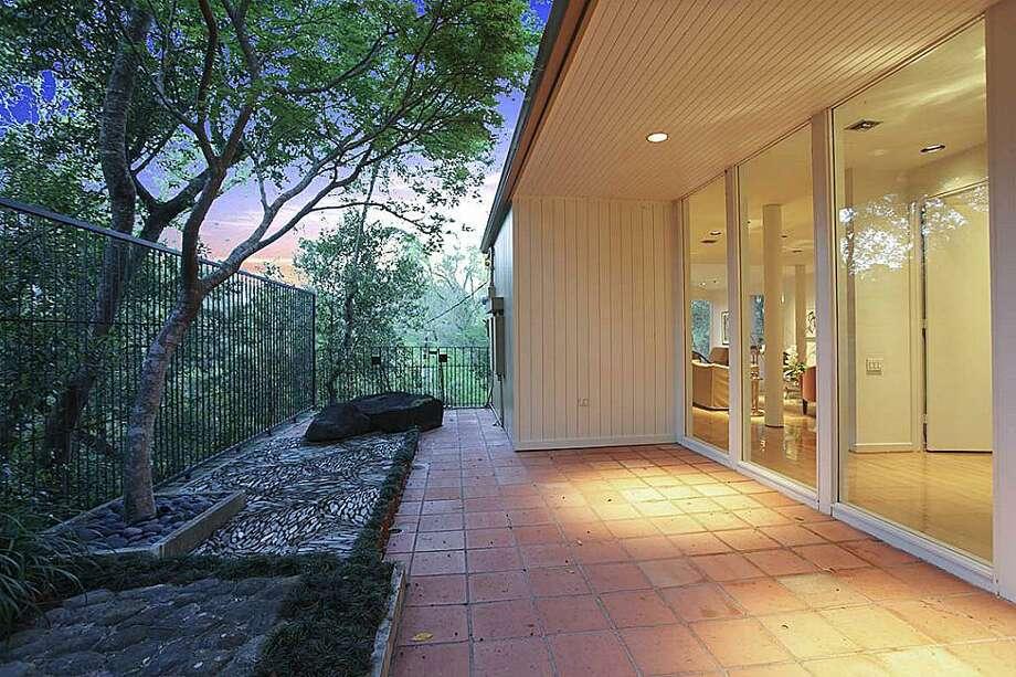Patio off the entrance hallway, with Zen garden. Photo: Greenwood King Properties