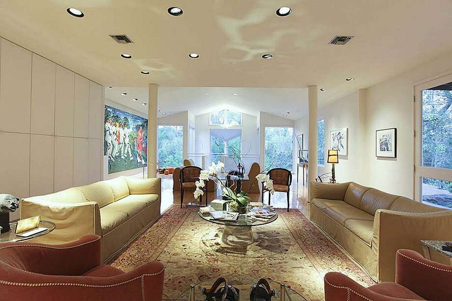 Formal living room. 40 x 23 ft. Cathedral ceiling. Photo: Greenwood King Properties