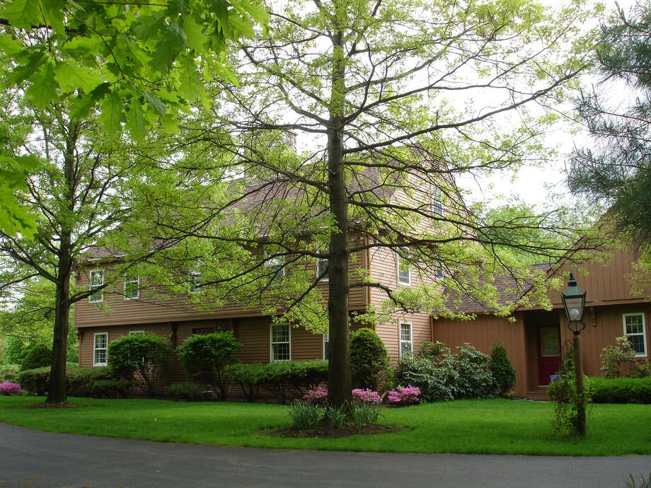 House of the Week: 35 Lincoln Mall, Niskayuna     Realtor:  Sandra Nardoci at   Prudential Manor Homes     Discuss: Talk about this house Photo: Courtesy Photo