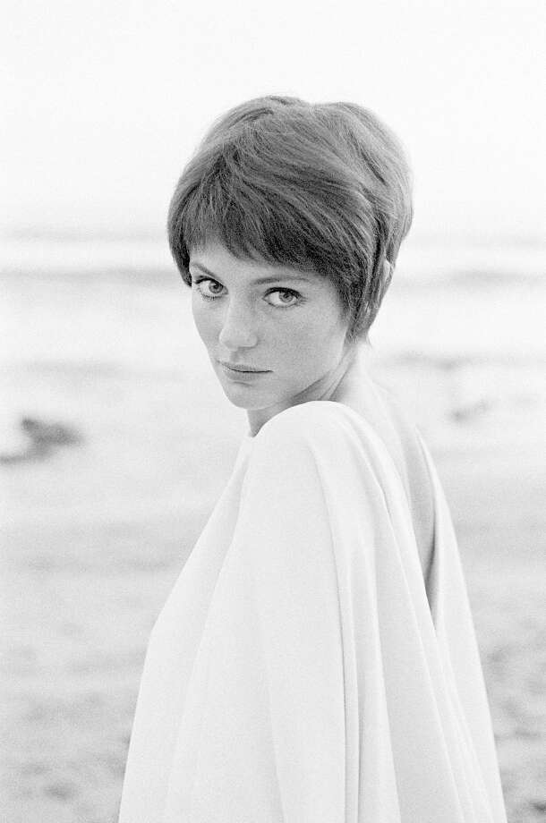 British actress Jacqueline Bisset in magazine fashion shoot in Malibu, California. Photo: Terry O'Neill, Getty Images / Terry O'Neill