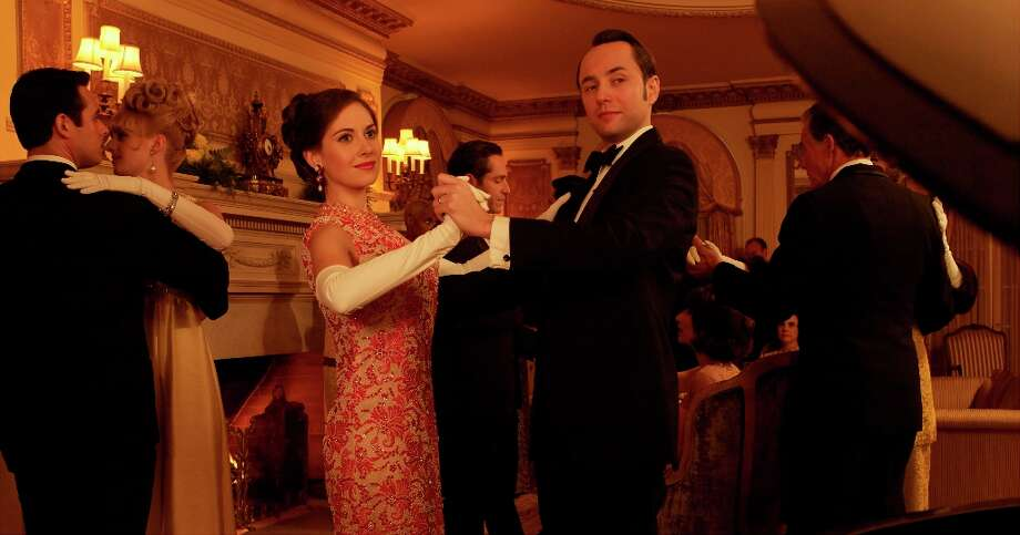 "Trudy Campbell (Alison Brie) and Pete Campbell (Vincent Kartheiser) in ""Mad Men.\"" Photo: Frank Ockenfels, AMC / ONLINE_YES"