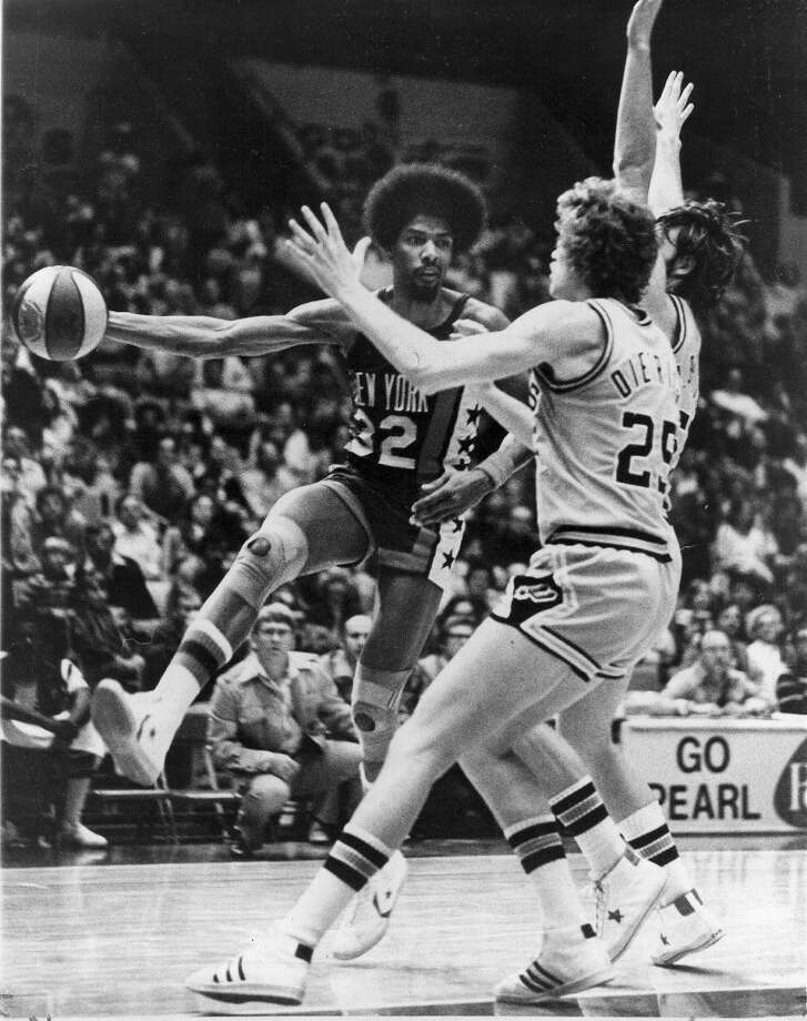 The New York Nets\' Julius Erving drives around the Spurs\' Coby Dietrick (25) and Mark Olberding during a regular-season ABA game at HemisFair Arena on Jan. 6, 1976. EXPRESS-NEWS FILE PHOTO Photo: EXPRESS-NEWS FILE PHOTO / SAN ANTONIO EXPRESS-NEWS