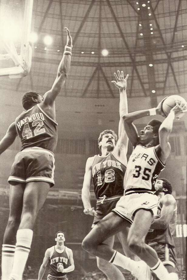 Larry Kenon vs. the NY Knicks in 1978 action at the HemisFair Arena. Photo: Express-News File Photo