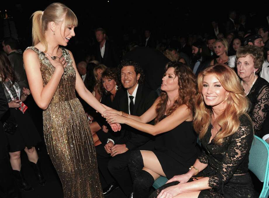 Musicians Taylor Swift and Shania Twain attend the 48th Annual Academy of Country Music Awards at the MGM Grand Garden Arena on April 7, 2013 in Las Vegas, Nevada. Photo: Kevin Winter/ACMA2013, Getty Images For ACM / Kevin Winter/ACMA2013