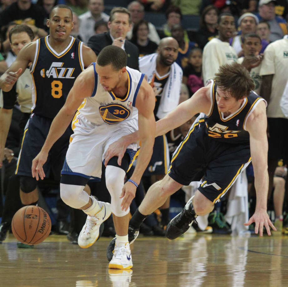 The Warriors\' Stephen Curry battles for the ball with Utah\'s Gordon Hayward during a game against the Jazz in Oakland, Calif., on Sunday, April 7, 2013. The Jazz won 97-90. Photo: Mathew Sumner, Special To The Chronicle / ONLINE_YES