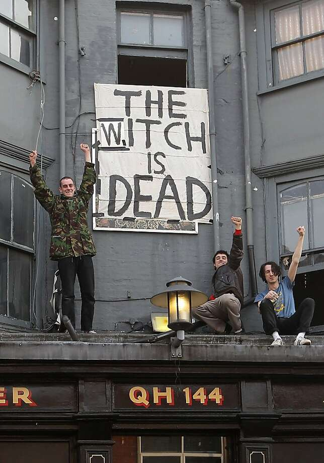 LONDON, UNITED KINGDOM - APRIL 08:  People cheer in front of a banner displaying the message 'The Witch is Dead' as they celebrate the death of former British Prime Minister Margaret Thatcher in Brixton on April 8, 2013 in London, England. Lady Thatcher has died this morning following a stroke aged 87. Margaret Thatcher was the first female British Prime Minster and governed the UK from 1979  to 1990. She led the UK through some turbulent years and contentious issues including the Falklands War, the miners' strike and the Poll Tax riots.   (Photo by Danny E. Martindale/Getty Images) *** BESTPIX *** Photo: Danny E. Martindale, Getty Images