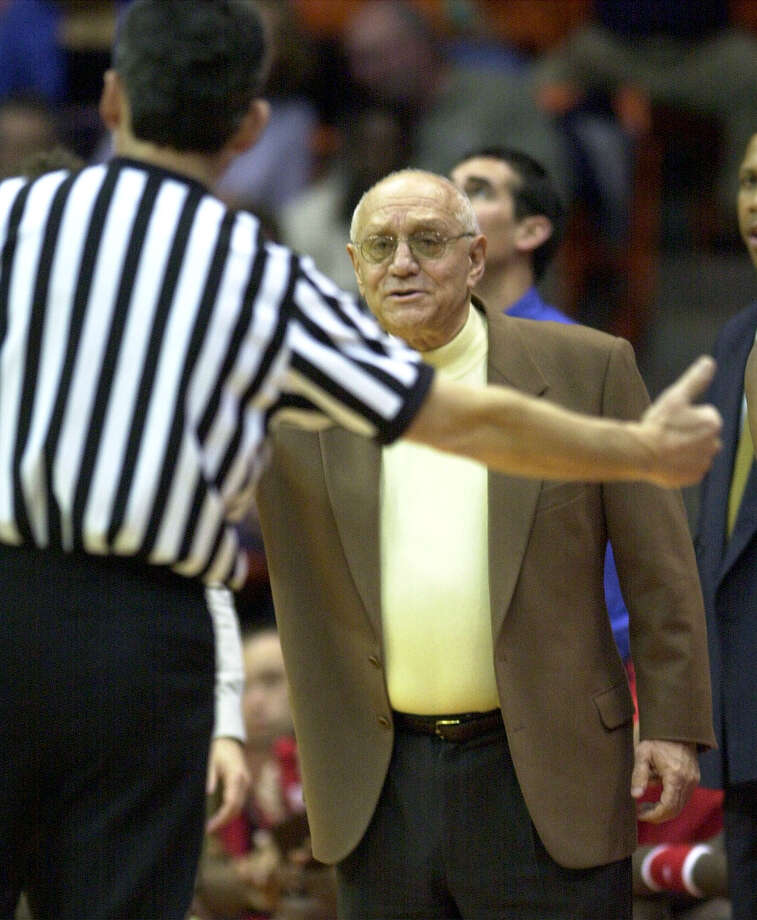Fresno State head coach Jerry Tarkanian pleads his case before an official during his team's loss to UT El Paso in El Paso on Saturday, Feb. 17, 2001. BILLY CALZADA/SAN ANTONIO EXPRESS-NEWS Photo: BILLY CALZADA, EN / SAN ANTONIO EXPRESS-NEWS