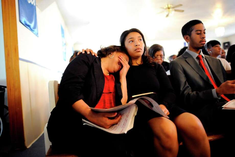 Imani Evans helps her mother, Quanikki Van Hook as she cries during the the funeral of Imani\'s great grandmother Ernestine Shepherd in Richmond, CA Saturday April 6th, 2013. Photo: Michael Short, Special To The Chronicle / ONLINE_YES