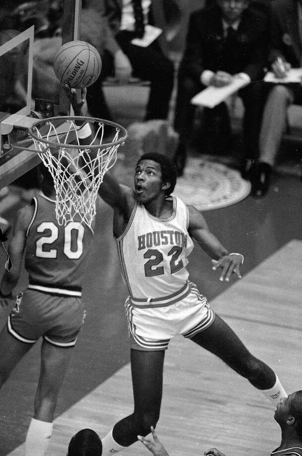 Clyde Drexler dunks the ball during NCAA play between Houston and Louisville in Albuquerque, N.M., April 2, 1983. Photo: Associated Press File Photo / 1983 AP
