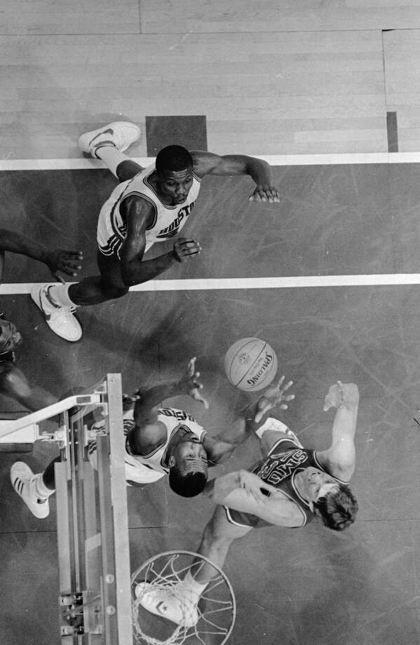 University of Houston's Larry Micheaux, center, pulls in a rebound in front of Southern Methodist University's Jon Koncak as Houston's Michael Young, left, looks on during the first period of their game in the Southwest Conference post-season Basketball Classic in Dallas, March 11, 1983. Photo: Associated Press File Photo