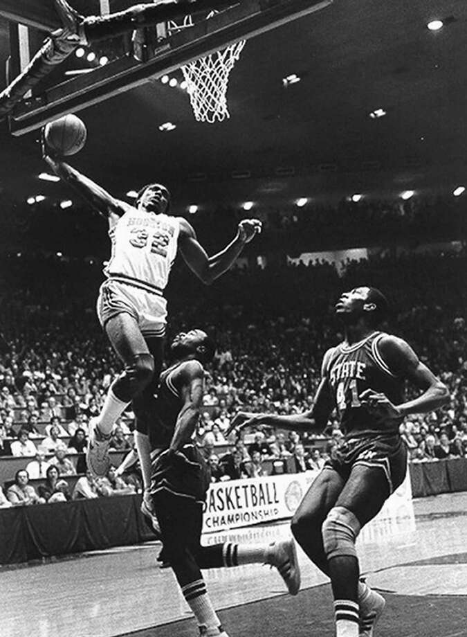 Benny Anders #32 of the University of Houston Cougars goes up for the slam dunk against the North Carolina State Wolfpack during the National Championship Game in Albuquerque, New Mexico on April 4, 1983. The Wolfpack won 54-52. Photo: Collegiate Images, Houston / Collegiate Images / Getty Images / 1980 Houston