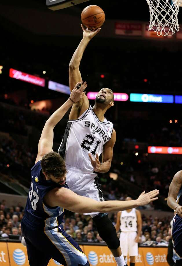 The Spurs' Tim Duncan scores over Memphis Grizzlies' Marc Gasol during the first half at the AT&T Center, Wednesday, Jan. 16, 2013. Photo: Jerry Lara, San Antonio Express-News / © 2013 San Antonio Express-News