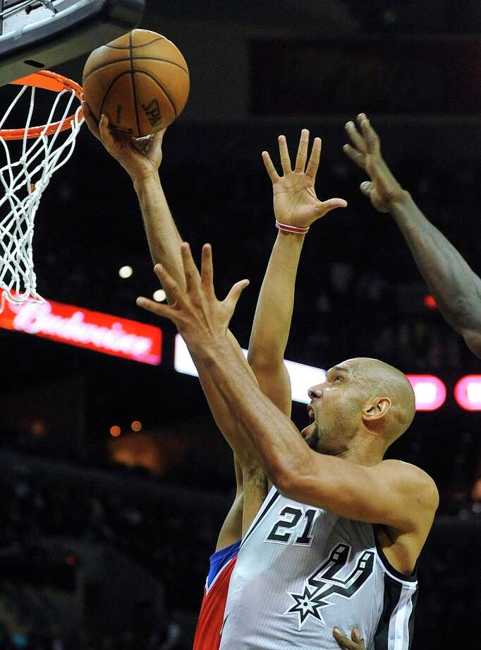 The Spurs' Tim Duncan scores on a layup against Philadelphia during second-half action in the AT&T Center on Saturday, Jan. 5, 2013. Photo: Billy Calzada, San Antonio Express-News / SAN ANTONIO EXPRESS-NEWS