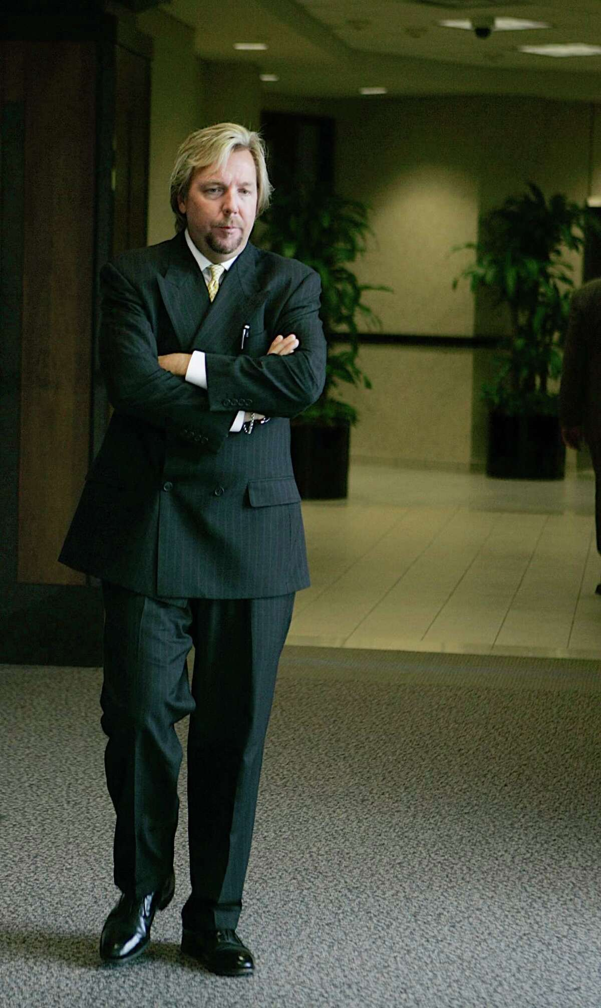 Plaintiffs attorney Brent Coon takes a break outside the Galveston, Texas courtroom Monday, Sept. 10, 2007 during first civil trial stemming from the March 2005 explosion that killed 15 people and injured more than 170 others at BP's Texas City refinery. (AP Photo/Pat Sullivan)