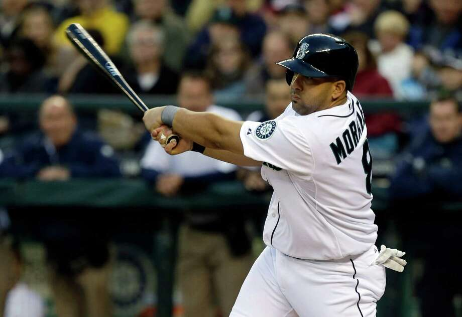 Seattle Mariners' Kendrys Morales hits an RBI single against the Houston Astros in the first inning. Photo: AP